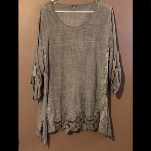 Kaktus- Gray crochet tunic with lace